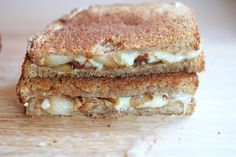Caramelized Onion Grilled Cheese. Tastes like French Onion Soup, but in sandwich form! #recipe #grilledcheese