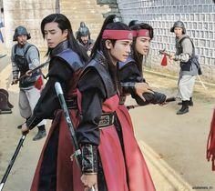 still fighting to protect what is right! Sunwoo, Suho, JI-dwi in action Hot Korean Guys, Korean Men, Korean Actors, Korean Dramas, V Hwarang, Park Hyung Shik, Park Seo Joon, Choi Min Ho, Hyung Sik
