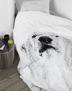 Sleep soundly in the renowned, original bed linen from By Nord. Duvet Cover in Eco-Tex certified 100% cotton with digital b/w prints of a Polar Bear...
