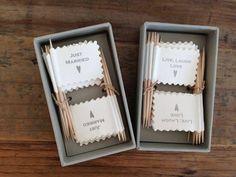 Banderines para decorar cup cakes o tu candy bar el día de tu boda. puedes encontrarlos en http://www.aliceandco.es/