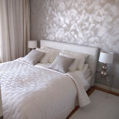 Tehosteseinä on ihana! Room Makeover, Bedroom Interior, Home, Small Bedroom Decor, Rooms Home Decor, Bedroom Makeover, Silver Bedroom, Interior Design Bedroom, Home Bedroom