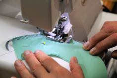 Overlock: Rundungen und Ecken nähen Sewing, Tips, Sewing Patterns Free, Yarn And Needle, Sewing Clothes, Circles, Dressmaking, Couture, Advice