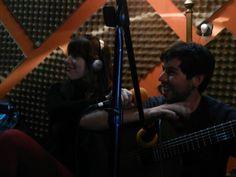 """Lucía Giles junto a Charly Godoy, en el programa radial """"La Previa Rock"""""""