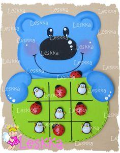 Jogo da velha ursinho! Diy And Crafts, Crafts For Kids, Paper Crafts, Baby Quiet Book, Tic Tac Toe Game, Kindergarten Crafts, Kids Board, School Resources, Felt Toys