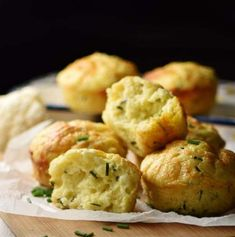 This savory cauliflower muffins recipe is deliciously light and fluffy. These veggie muffins are made using a moderate amount of cheese, nutritious kefir and fresh chives. They make a great breakfast on-the-go or healthy snack anytime. Cauliflower Muffins, Veggie Muffins, Savory Muffins, Savory Breakfast, Healthy Muffins, Cauliflower Rice, Kefir, Yummy Snacks, Healthy Snacks