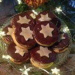 Marzipan-Nougat-Plätzchen   Ein einfach gebackener Grundteig, welcher viele Möglichkeiten der Weiterverarbeitung bietet. Diese köstlichen Kekse sollten in der Weihnachtszeit nicht fehlen.