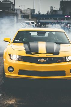Now that's a hot #Camaro right there! Doesn't it make you want to go racing? #AlwaysAChevy