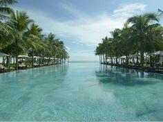 Palmen. Pool. Perfekt.  http://www.lastminute.de/reisen/1020-55321-hotel-the-nam-hai-resort-hoi-an/?lmextid=a1618_181_e30