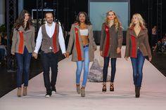 Der Designer Bobby Peeff hat aus den berühmten Schweizer Armeedecken eine einzigartige Mantel-Kollektion entworfen. Die Decken aus 100% Schurwolle stammen aus Originalbeständen des Schweizer Militärs und Zivilschutzes und sind zum Teil älter als einhundert Jahre. Das älteste Modell, das der Designer je in den Händen hielt, stammt aus dem Jahr 1882. Foto:M.Feist. Swiss Cross Army Blanket