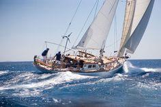 Το Chivas Χρυσός Χορηγός του Spetses Classic Yacht Race 2012 - Events - Life Guide - Ψυχαγωγία Sailing Ships, Freedom, Honey, Boat, Ships, Liberty, Political Freedom, Dinghy, Boats
