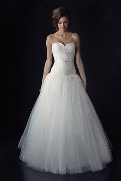 put a belt on it. Heidi Elnora Fall 2014 Collection #projectrunway #weddingchicks http://www.weddingchicks.com/2013/12/23/heidi-elnora-fall-2014-collection/
