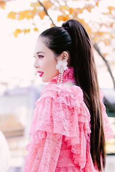 Hyuna at Mini Fanmeeting at Music Core Flower Shower Kpop Girl Groups, Kpop Girls, Divas, Hyuna Kim, Flower Shower, E Dawn, Successful Women, Soyeon, Kpop Outfits