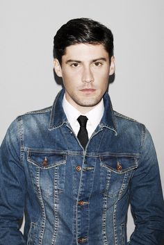 denim jacket over tie