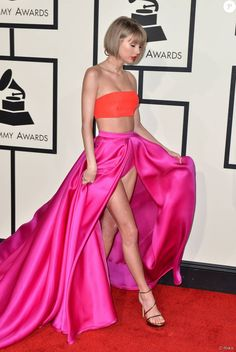 Taylor Swift Hot, Karlie Kloss Taylor Swift, Style Taylor Swift, Staples Center, Alessandra Ambrosio, Celebrity Dresses, Celebrity Style, Rihanna, Taylor Swift Pictures