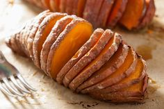 Baked Sweet Potatoes Mediterranean Style - If this isn't one of the best vegan baked sweet potato recipes that you have ever had. I would be very surprised! Sweet Potato Skins, Sweet Potato Pecan, Sweet Potato Recipes, Hasselback Sweet Potatoes, Yummy Food, Tasty, The Best, Favorite Recipes, Cooking