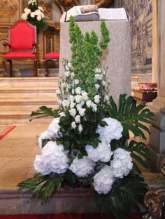 Malaysian way of using leaves. Church Wedding Flowers, Altar Flowers, Funeral Flowers, Altar Decorations, Flower Decorations, White Flower Arrangements, Corporate Flowers, Funeral Arrangements, Sympathy Flowers