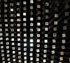 """O projeto do Pavilhão da Espanha, resultado de um concurso publico ganho pelo escritório EMBT, combina tecnologia com sustentabilidade sob o lema """"Da cidade dos nossos pais à cidade dos nossos filh…"""