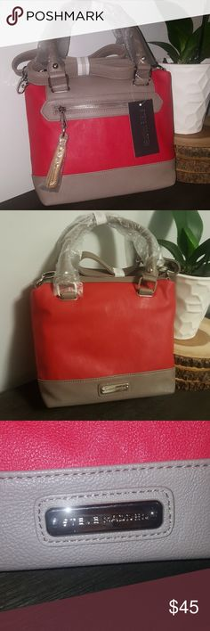 🎀🎀Steve Madden Mini Crossbody🎀🎀 Steve Madden red and tan mini crossbody.  Top zip closure with removable crossbody strap. Front zip pocket and brand logo in the back.  Bottom width: 9 inches  Height: 8 1/2 inches Steve Madden Bags Crossbody Bags
