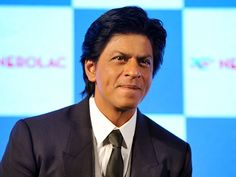 """Despite having no godfather, SRK has made his mark n is still one of the most successful actors in the film industry.  The actor is also glad that the film industry has always been generous to him and says it is his surrogate family. """"I don't have a struggling period to talk about. I just want to thank everyone... the whole film industry embraced me with open arms. If I may use the word, it gave me a surrogate family when I came here. I have been fortunate,"""" RohitShetty's ChennaiExpress…"""