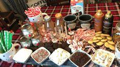 Hit Chocolate Bar, Hot Chocolate Toppings, Hot Chocolate Party, Christmas Hot Chocolate, Christmas Brunch, Christmas Desserts, Holiday Treats, Christmas Treats, Holiday Recipes