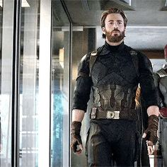 "Glad I'm not the only one obsessed with the new look... Chris Evans Has Gone From Captain America To Captain Daddy In The ""Infinity War"" Trailer And People Are Insanely Thirsty For It"