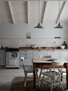 The Allendale from Howdens is an elegant Shaker style kitchen. Available in white, cashmere and dove grey. We Fit specialise in fitting Howdens kitchens. Shaker Style Kitchens, Shaker Kitchen, Rustic Kitchen, Country Kitchen, New Kitchen, Home Kitchens, Kitchen Decor, Fitted Kitchens, Grey Kitchens