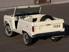 Classic Car News Pics And Videos From Around The World Pretty Cars, Cute Cars, Vintage Trucks, Old Trucks, Lifted Trucks, Classic Trucks, Classic Cars, Classic Bronco, Wolkswagen Van