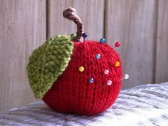 Apple Pincushion: free knitting pattern