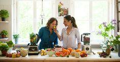 Grüne Smoothies einfach selber machen. Svenja & Carla von GrüneSmoothies.de zeigen wie es geht. Inkl. Zutatenkunde, Rezepten & Tipps für die Zubereitung.