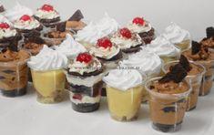 New cupcakes wedding cake fruit ideas Dessert Shooters, Dessert In A Jar, Dessert Table, Macarons, Layered Desserts, Wedding Cakes With Cupcakes, Small Cake, Wedding Desserts, Four