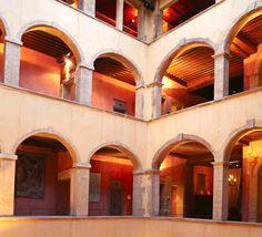 Cour des Loges, Lyon // Les arches de la cour intérieure - The archs of the Renaissance courtyard (photo by MP. Morel) en.courdesloges.com   http://mariepierremorel.com/Marie-Pierre-Morel-Photographe-rub-EDITORIAL.html