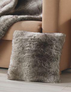 coussin carr en fourrure loup brun homemaison vente en ligne coussins standards