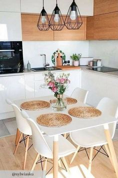 If you are looking for Small Apartment Kitchen Decor Ideas, You come to the right place. Below are the Small Apartment Kitchen Decor Ideas. This post. Home Decor Kitchen, Diy Home Decor, Kitchen Ideas, Decor Room, Diy Kitchen, Kitchen Dining, Bath Decor, Kitchen Cabinets, Kitchen Inspiration