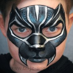 Simple face painting designs are not hard. Many people think that in order to have a great face painting creation, they have to use complex designs, rather then simple face painting designs. Superhero Face Painting, Face Painting For Boys, Face Painting Designs, Paint Designs, Face Painting Halloween Kids, Halloween Face, Black Panthers, Black Panther Face, Maquillage Black