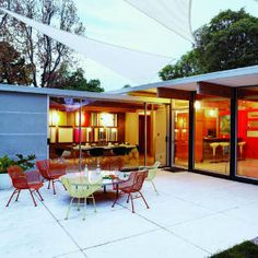 Ideas and designs for patios - check our photo gallery of beautiful patios, from small DIY projects to professionally designed outdoor rooms. Danish Modern, Mid-century Modern, Modern Patio, Modern Homes, Modern Design, Modern Landscaping, Contemporary Design, Atrium, Outdoor Rooms