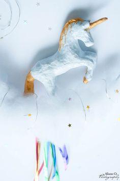 Projet DIY : une veilleuse licorne, paillettes et arc-en-ciel Unicorn, Abstract, Artwork, Unicorns, Night Light, Glitter, Summary, Work Of Art