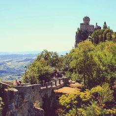 #italy#italia#foto_italiane#foto#sanmarino#rimini#trevel#viaggiare#viaggio#happyholidays#weekend#trevel#trip#эмилияроманья#emiliaromagna#photo#фотограф#sky#пейзаж#санмарино#italian#frends#instaitalia#sun#casa by foto.caprice