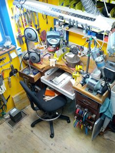 House Of Bubba Frankenbench Tool Workbench, Workbench Table, Woodworking Workshop, Woodworking Crafts, Workshop Studio, Workshop Ideas, Shop Organisation, Jewelers Workbench, Mobile Workshop