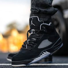 Its time for your little one to shine in a sparkling pair of Jordan sneakers… Sneakers Mode, Sneakers Fashion, All Black Sneakers, Fashion Shoes, Jordan 5, Nike Free Shoes, Running Shoes Nike, Zapatillas Jordan Retro, Designer Shoes