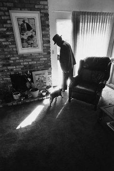 Blues singer John Lee Hooker pausing at the front door as his pet cat tries to… John Lee Hooker, Guy Debord, Berenice Abbott, Henry Mancini, Jeff Buckley, Cat Stevens, Billie Holiday, Jazz Blues, Blues Music