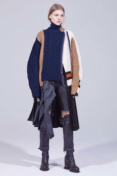 Sacai Pre-Fall 2018 collection, runway looks, beauty, models, and reviews.