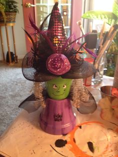 Witch clay pot Clay Pot Projects, Clay Pot Crafts, Crafts To Do, Fall Crafts, Holiday Crafts, Diy Crafts, Halloween Clay, Halloween Items, Diy Halloween Decorations