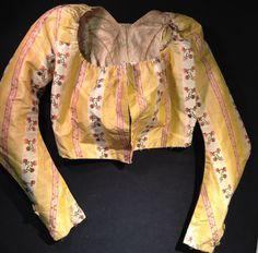 Brusa de seda a Beijing, al voltant de 1790. Antecedents de tafetà a ratlles de color rosa i ombra