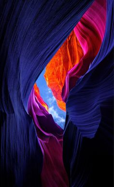 """Lower Antelope Canyon, Arizona My comment; It is so beautiful, it's almost unreal. Is this what they call a """"slot"""" canyon and is that the same type of canyon to get to Petra? Ps Wallpaper, Wallpaper Earth, Wallpaper Backgrounds, Beautiful World, Beautiful Places, Landscape Photography, Nature Photography, Photography Tips, Splash Photography"""