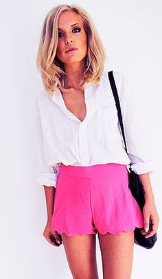 love the hot pink scalloped shorts and relaxed summer outfits clothes style waterfalls summer for summer Looks Chic, Looks Style, Style Me, Look Fashion, Fashion Beauty, Womens Fashion, High Fashion, Fashion Shoes, Runway Fashion