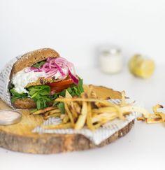 Kvinoa-tsatsiki kasvishamppari / veggie burger
