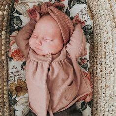 Stripe Knit Headband // Stripe Baby Headband // Baby Headwraps // Knit Topknot H. Stripe Knit Headband // Stripe Baby Headband // Baby Headwraps // Knit Topknot Headband // Baby Show Stri. Newborn Bows, Newborn Headbands, Baby Girl Headbands, Baby Girl Bows, Girls Bows, Baby Girl Gifts, Baby Girl Headwraps, Halloween Headband, Knitted Headband
