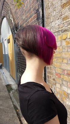 bi-color Edgy Haircuts, Girls Short Haircuts, Hairstyles Haircuts, Hairdos, Short Bob Cuts, Short Bobs, Angled Bobs, Inverted Bob, Half Dyed Hair