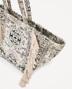 851a7db3ed 34 meilleures images du tableau Bags | Beige tote bags, Hampers et ...
