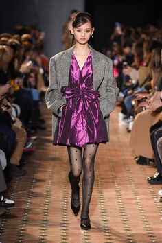 See all the Collection photos from Paul & Joe Autumn/Winter 2020 Ready-To-Wear now on British Vogue La Fashion Week, 2020 Fashion Trends, Vogue Fashion, Paul Joe, Vogue Paris, Fall Winter, Autumn, Purple Fashion, Models